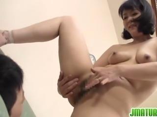 Hitomi Enjou enjoys younger dick