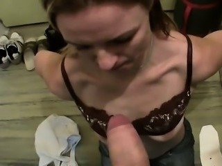 Gripping blowjob from sultry playgirl