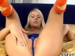Mind blowing blonde pumps her clit out
