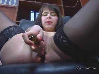 Naughty secretary Margarita takes a well deserved break from work by playing...