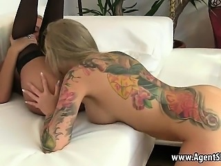 Tattooed blodne babe getting her pussy licked