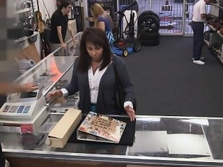 Mother exchanges herself for green bills in a pawn shop