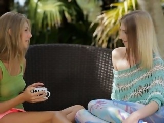 Teenies Linda S and Anjelica finger fucks pussy outdoors