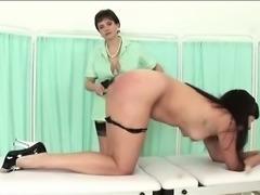 Mature mistress whips hottie