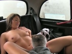 Hairy amateur chick banged and jizzed on by pervert driver