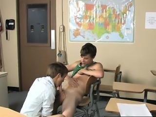 Sexy men Ashton Rush and Brice Carson are at school practici