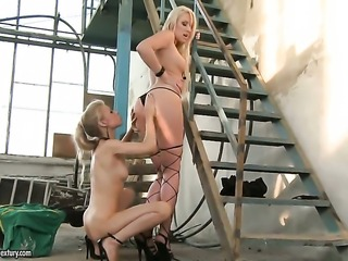 Blonde Michelle Moist takes Ary s tongue in her wet hole