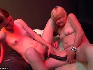 Very old granny mom and young girl fucking together