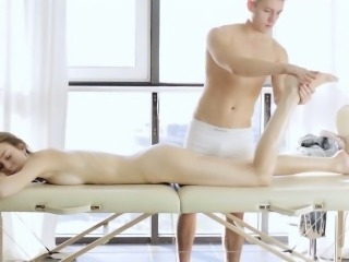 Teen fingered by masseur