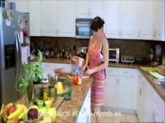 BJ seduction in the kitchet mom aon at myvids.ws free