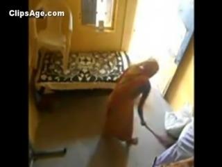 Old desi guy fucking his neighbor lady paying her his savings free