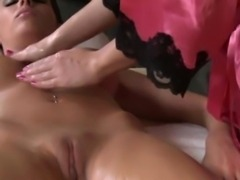 Lesbiansex masseuse dines at the Y