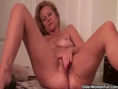 Mom takes care of her throbbing pussy free