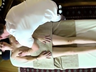 Babe blows during massage