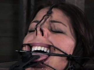 Kinkysex sub has her mouth clamped open