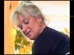 Milf blonde gets beat by muscled stud and features - milf di fa scopare dotato free