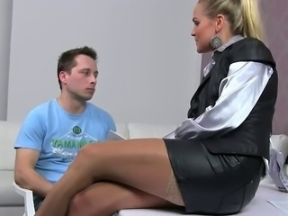 Amateur guy cums on female agent on casting
