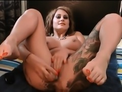 Women masturbates toys and squirt live camshow