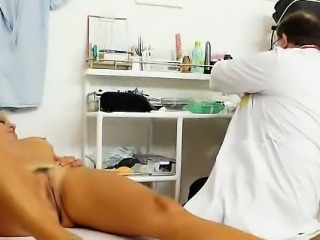 Ellen gets her mamma fuck hole inspection spiced up with