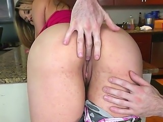 Bubble butt sexy Carmen Ross is hungry for cock