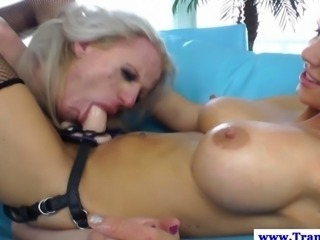 Amateur tgirl tranny gets ass fingered