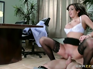Senora Stephani Moretti with gigantic tits gets her vagina stretched by...
