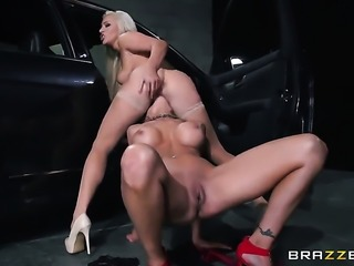 Nina Elle and Cameron Dee show their love for twat in lesbian action