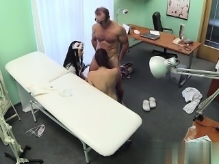 Young girlfriend pussy creampie