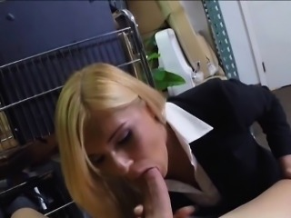Sexy blonde milf screwed by pawnkeeper to earn extra money