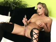 Attractive woman Leila cant live a day without playing with her cunt