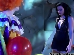 Petite Veruca James deepthroats clown