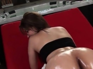 Hot babe gets sexy ass massaged with oil