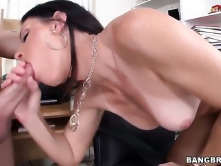 India Summer plays with a dildo