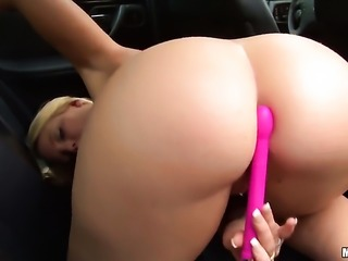 Blonde Lisa Hype cant live a day without toying her wet spot