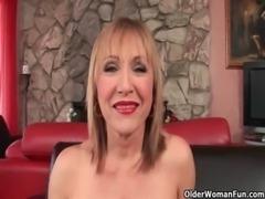 Hot grannies Luna Azul and Valencia love cum on their face free