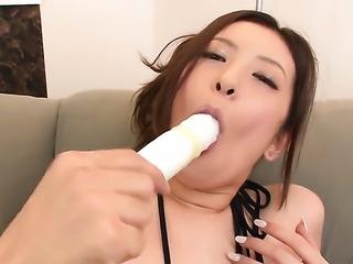 Yui Kasuga gets to play with a vibrator