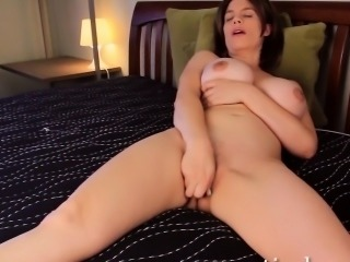 Sexy MILF Kelly Capone vibrates her clit for an orgasm.