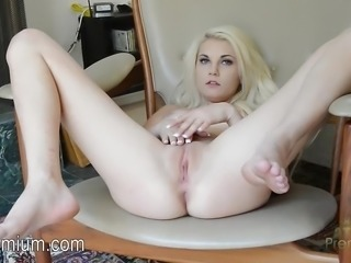"""Henley Hart plays with her hot wet pussy"""