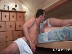 Jeune beurette grave sodomisee par son coloc qui lui ejacule sur les seins free