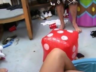 Amateur girls hook up in the dorm room