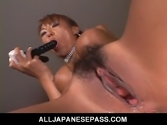 MiLF uses a green egg vibrator to toy her succulant pussy free