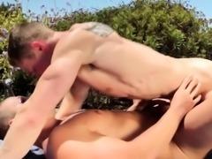 Ripped jock gets rimmed
