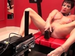 Muscle woman with big clit dildoing her cunt