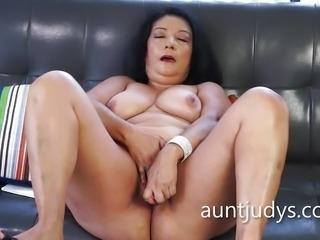 """Mature amateur dildo fucks her moist pussy"""