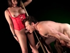 Sensual shemale gives blowjob in threesome
