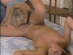 Natalli DiAngelo and Daria Glower want to sniff, lick and