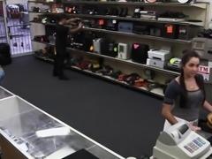 Pawnshop amateur cocksucking for quick money