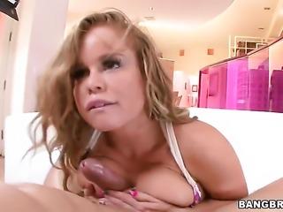 Bubble butt blonde Nikki Delano takes it