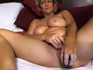 Hot Mom from hotcammodelss.com self masterbating