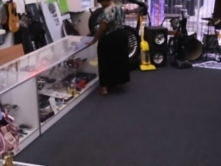 Amateur babe pawns old teapot and banged by pawn keeper